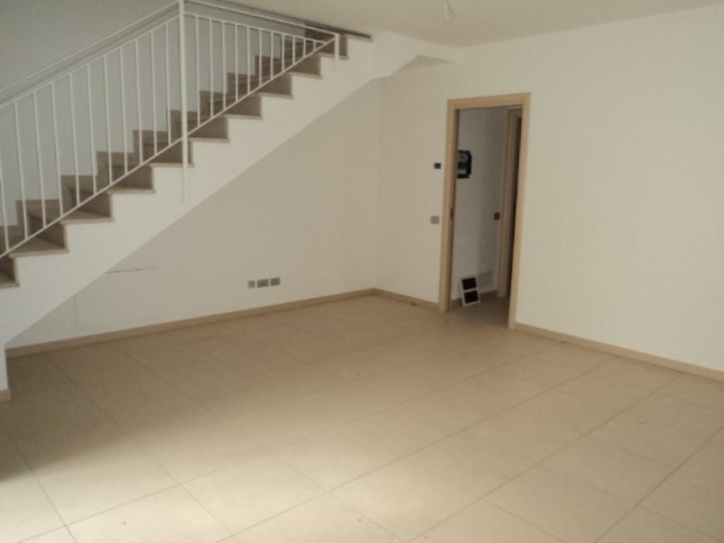 Villetta su 2 livelli abitare immobiliare for Appartamenti a 2 livelli
